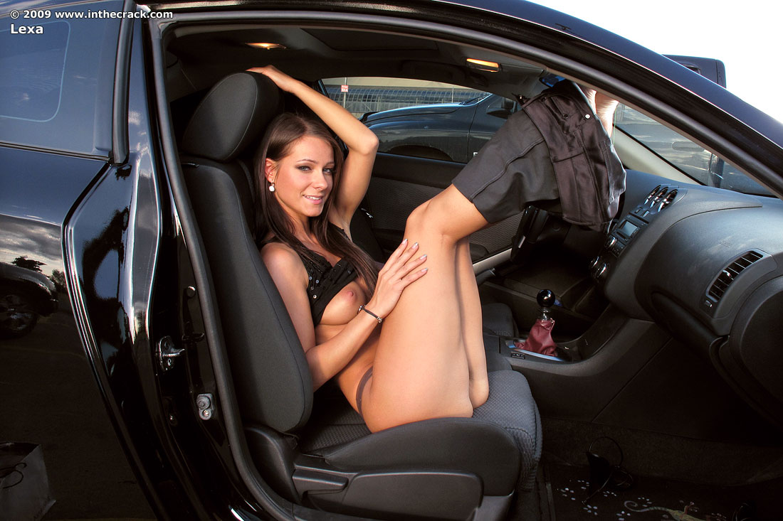 голые женщины за рулем фото