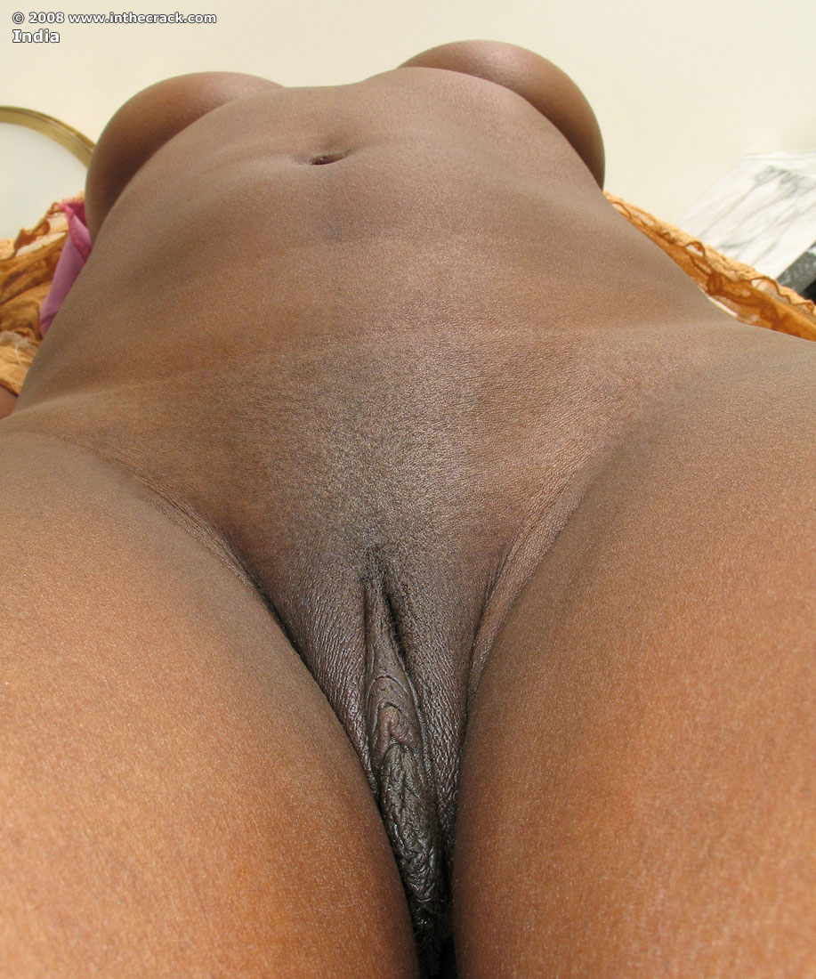 close Ebony shaved up pussy