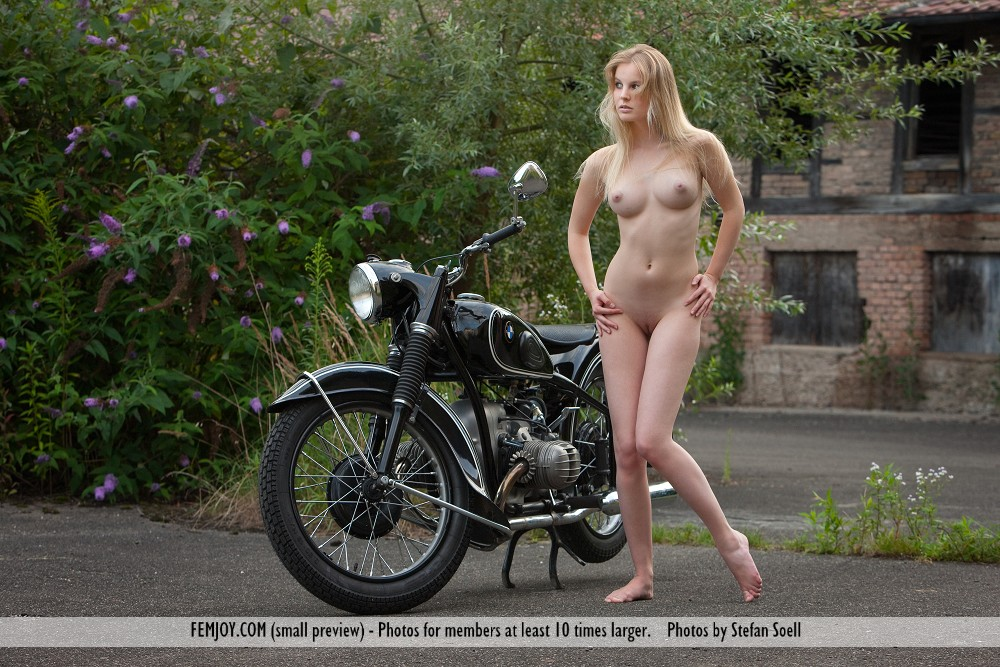 babes on motorcycles nude jpg 1200x900
