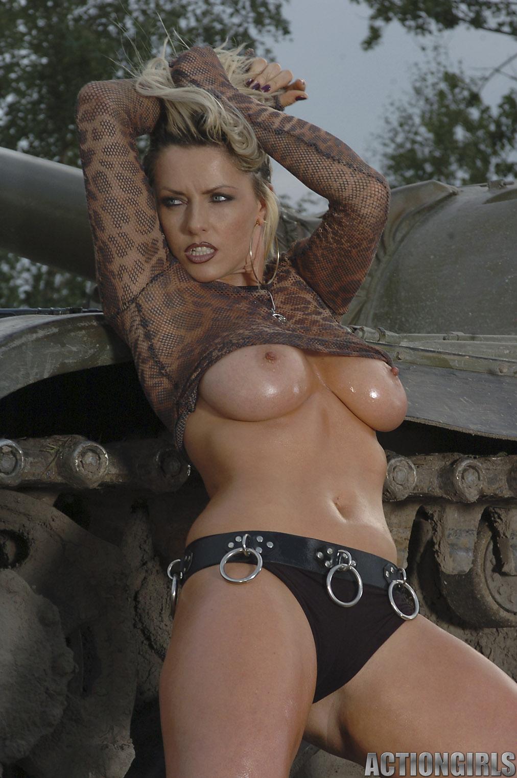 naked women with big guns