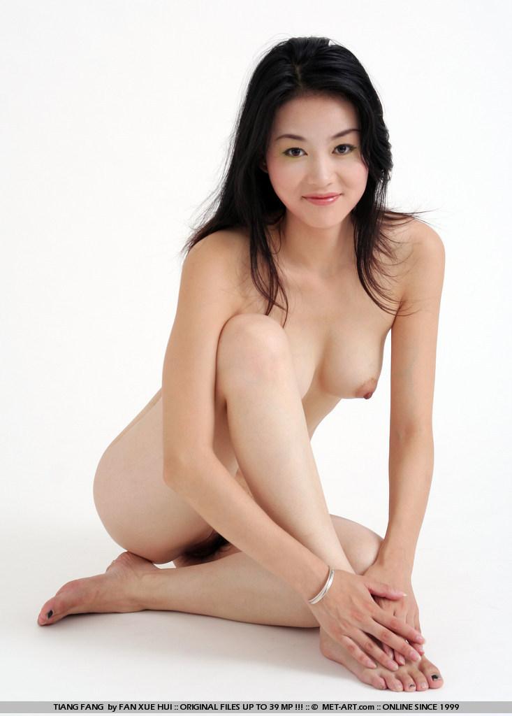 naked women playing games
