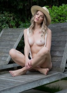 Brooke Lorraine with a hat