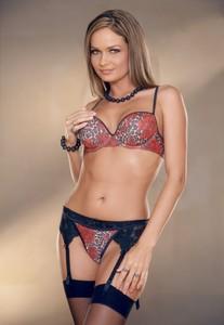 Prinzzess strips her lingerie