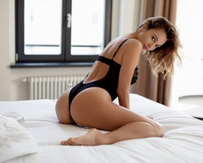 Calypso Muse strips on bed